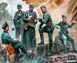 German military men, WWII era in scala 1/35 MB35211 * EURO 13,00 in Kit * Euro 33,00 Costruiti (Iva Incl.)